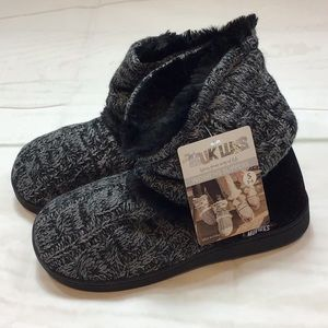 Women's Muk Luk Slippers Size 5-6